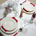 バレンタインをイメージした白いテーブル♪