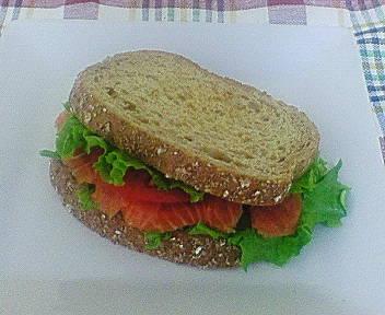 サーモンのライ麦サンドイッチ☆