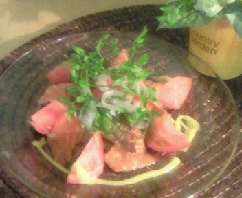 スモークサーモンとトマトのマリネ、二種のソース