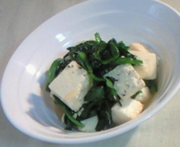 韮と豆腐のチャンプルー。