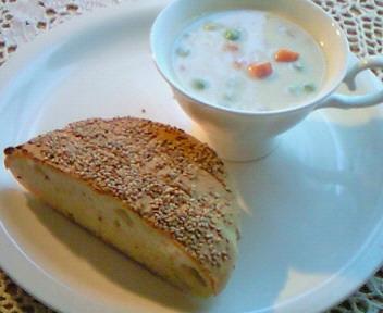 アルメニアのパン&豆乳チャウダー☆