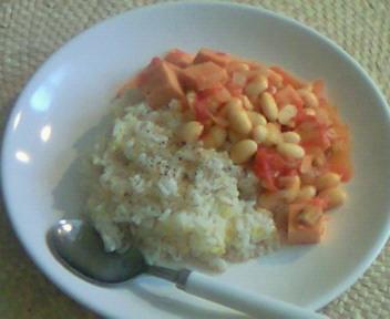 大豆と高野豆腐のトマト煮&amp;<br />  麦ご飯。