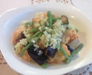 鶏唐と揚げ野菜の葱塩ソースがけ。