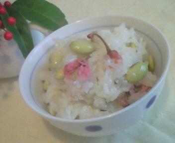 青豆と桜のおこわ☆