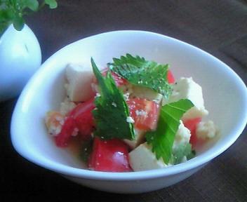 トマトと豆腐の塩麹和え。