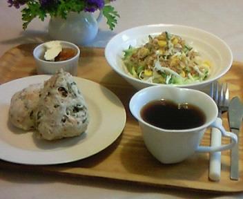 小松菜とくるみのパンで朝食を〜♪